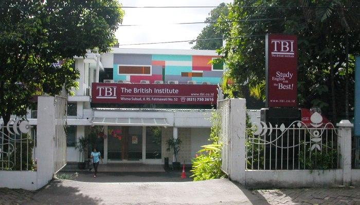 TBI sering memperkerjakan guru asing yang tidak resmi
