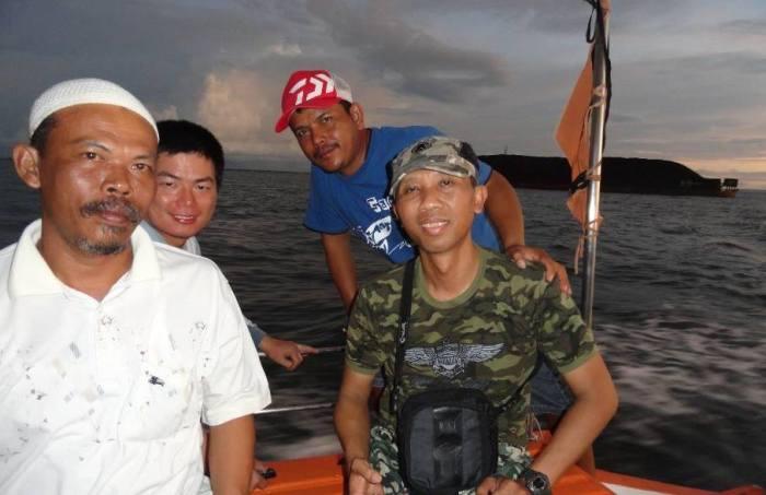 Husein Lee di kapal